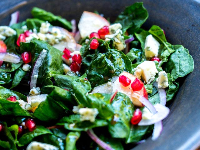 Easy Spinach Salad with Blue Cheese and Pear